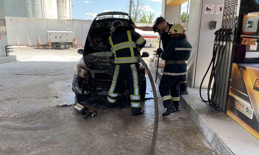 загорілась машина