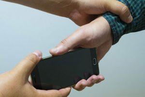 Вкрав мобільний телефон