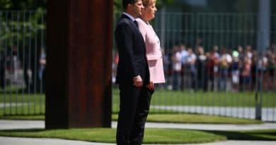 Меркель стало погано на зустрічі із Зеленським (Відео)